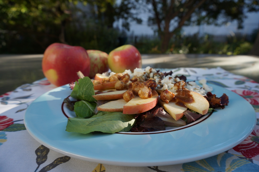 Salad with candied hazelnuts