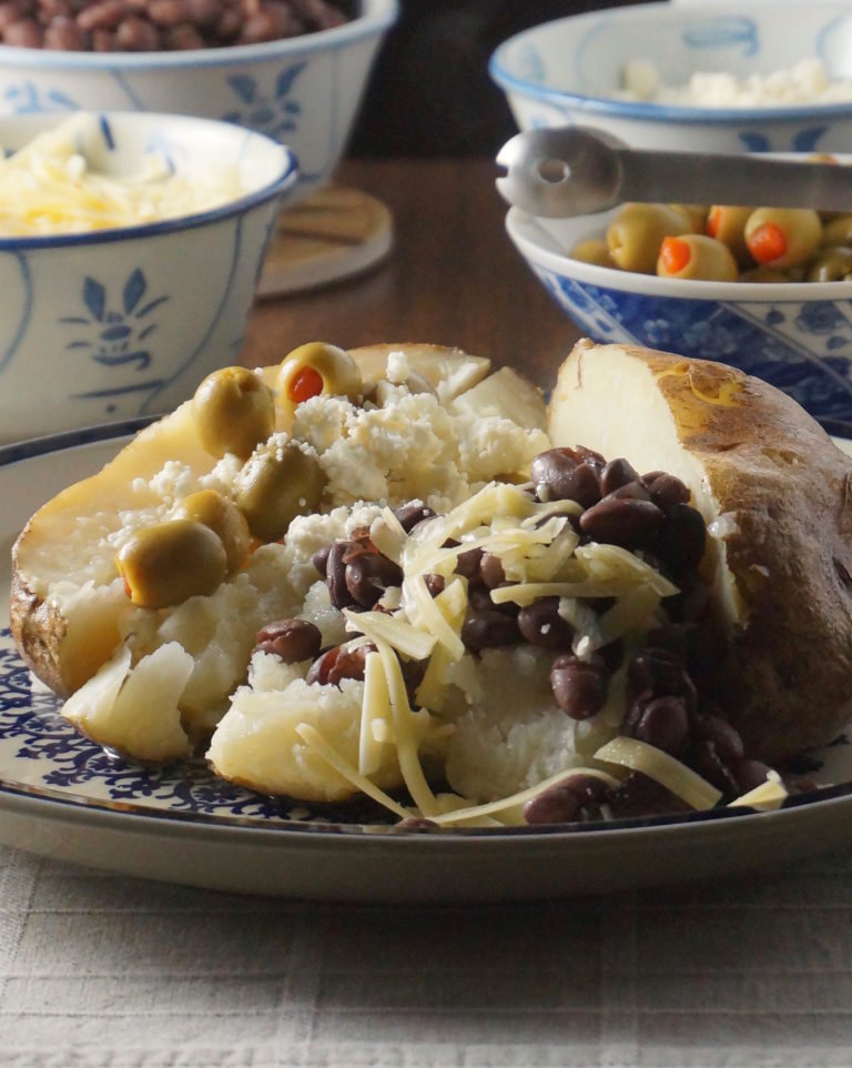 baked-potato-with-fixins